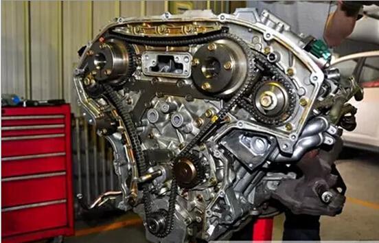 随着汽车制造技术的不断进步,部分发动机的正时皮带逐渐被发动机